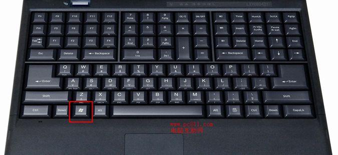 笔记本和台式机的键盘略有不台,不过大体上查看那个是开始键方法却是一样的,和台式键盘一样,都是空格键左边Alt键的左侧。不过笔记本键盘一般来说都是只有一个开始键的,一般在Ctrl右边笔记本功能键的右边。 如下图所示,大家可以很清楚的看到开始键的所在位置,双击可以最大程度的打开图片查看。